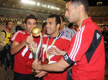 El trofeo de la Champions africana en las manos del Al Ahly