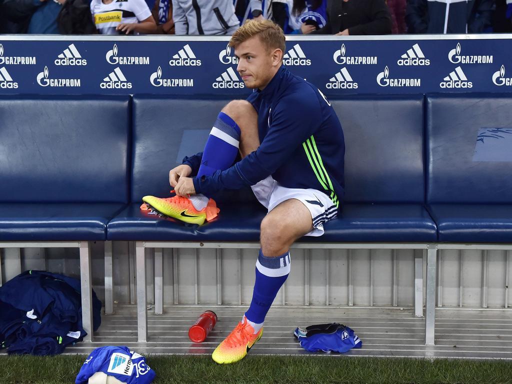 Max Meyer sitzt bei Schalke häufig nur auf der Bank