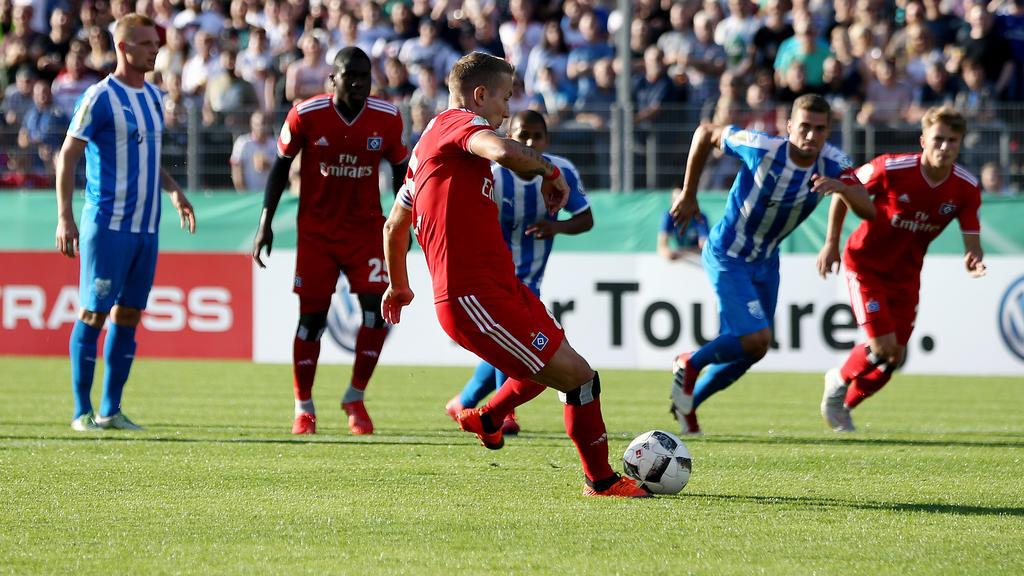 Lewis Holtby trifft zum 1:0 für den HSV