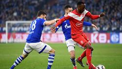 Stürmt Dodi Lukebakio (r.) künftig für den FC Schalke 04?