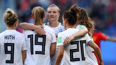 Alexandra Popp (M:) sah nicht nur Gutes beim Sieg gegen Spanien