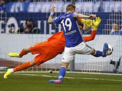 Burgstaller anotando su primer gol contra el Augsburgo. (Foto: Getty)