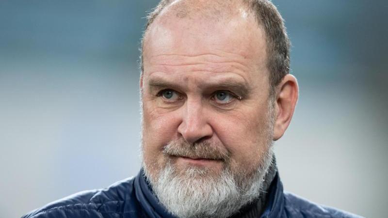 """VfL-Manager Jörg Schmadtke geht davon aus, dass die derzeitige Corona-Pandemie für """"so manchen Verein existenzbedrohend"""" sein kann"""