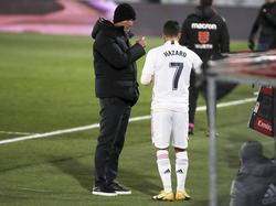 Zidane conversa con Hazard en una imagen reciente.