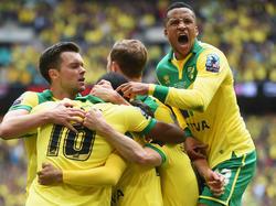 Norwich celebra su ascenso a la máxima categoría del fútbol inglés. (Foto: Getty)