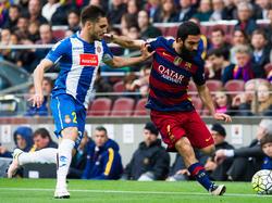 Rober ante el Barcelona y Arda Turan. (Foto: Getty)