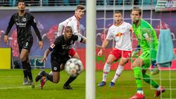 Das Spielgerät wollte beim Duell Leipzig gegen Frankfurt nicht ins Tor
