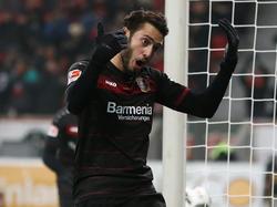 Hakan Calhanoglu deja la Bundesliga por el Calcio. (Foto: Getty)