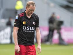Henrico Drost baalt flink nadat hij met Excelsior een tegendoelpunt te verwerken krijgt in de wedstrijd tegen FC Utrecht. (06-11-2016)