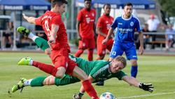 Robert Lewandowski (l) traf dreifach für die Bayern