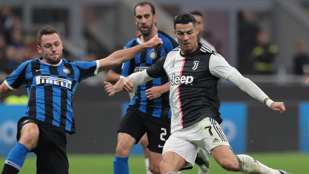 Cristiano Ronaldo (r.) gewann mit Juventus gegen Inter Mailand