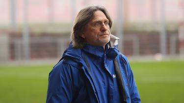 Norbert Elgert vom FC Schalke 04 äußerte sich zu Youssoufa Moukoko, Julian Draxler und Leroy Sané