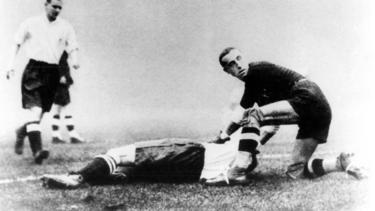 Gewohntes Bild: Ein verletzter Engländer am Boden