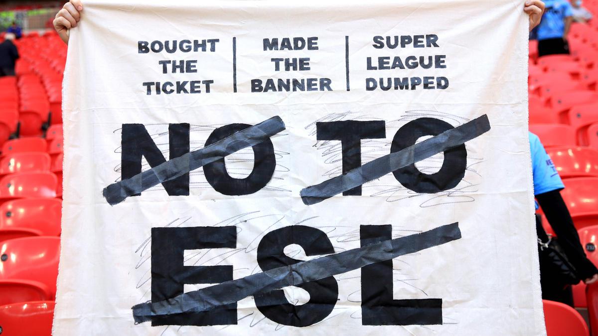 Die UEFA hat ihre Drohung gegen die verbliebenen Gründungsmitglieder der Super League verschärft
