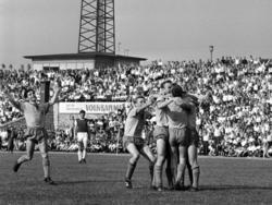 Spieler von Vorwärts Berlin bejubeln die fünfte Meisterschaft 1966
