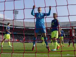 Doelman Jasper Cillessen (#22) is in extase na een redding op een poging van Feyenoorder Mitchell te Vrede (r.) tijdens Feyenoord - Ajax. (21-09-2014)