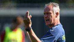 Freiburgs Trainer Christian Streich leidet an einem kleinen Bandscheibenvorfall