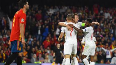 Kane y Sterling lideraron el triunfo inglés en Sevilla. (Foto: Getty)