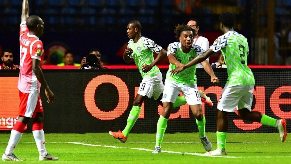 Odion Ighalo (M.) erzielt den Siegtreffer für Nigeria