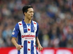 Yuki Kobayashi kijkt om zich heen tijdens het competitieduel Feyenoord - sc Heerenveen (30-10-2016).