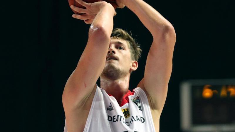 Tibor Pleiß steht bei Anadolu Efes Istanbul unter Vertrag