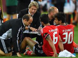 Jorge Jesus parla ai suoi giocatori durante la finale