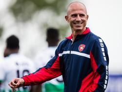 FC Oss-trainer Reinier Robbemond tijdens de oefenwedstrijd tussen FC Dordrecht en FC Oss. (28-07-2015)