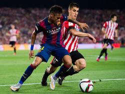 Bustinza con el Athletic contra Neymar y el FC Barcelona. (Foto: Getty)