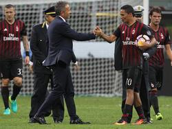 Nach drei Treffern gratuliert sogar der Gästetrainer Milan-Torjäger Carlos Bacca