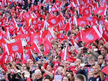 La afición del Bayern espera ansiosa el título de liga. (Foto: Getty)