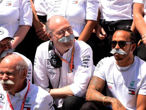 """Lewis Hamilton mit """"Zetsche-Schnauzer"""": Abschied beim Grand Prix von Spanien"""