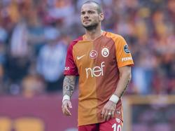 Wesley Sneijder in actie voor Galatasaray. De Turkse topclub neemt het op tegen Antalyaspor. (02-10-2016)