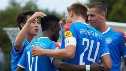 Die Kieler Mannschaft bejubelt ihren zweiten Treffer gegen Salmrohr