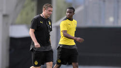 BVB-Sportdirektor Michael Zorc stellt sich vor Youssoufa Moukoko