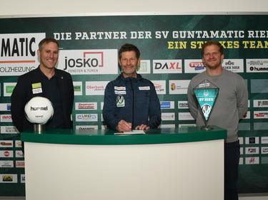 SVR-Geschäftsführer Wöllinger, Andreas Heraf und Fiala