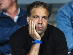 Art Langeler, hoofd jeugdopleiding bij PSV, kijkt vanaf de tribune toe hoe Jong PSV het doet tegen FC Oss. (19-08-2013)