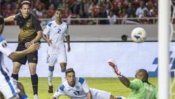 Das 2:0: Bryan Oviedo (l.) trifft für Costa Rica