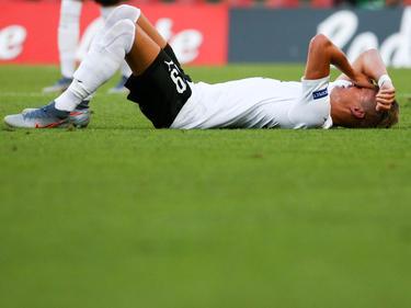 Hannes Wolf mit Schmerzen am Boden