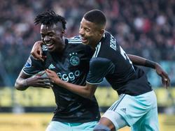 Bertrand Traoré (izq.) celebra un tanto con el Ajax. (Foto: Getty)