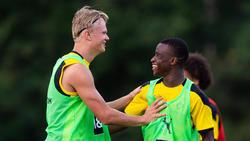 Erling Haaland (l.) und Youssoufa Moukoko (r.) stürmen für den BVB