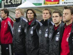 Die deutsche Ersatzbank im Spiel gegen Kamerun 2004
