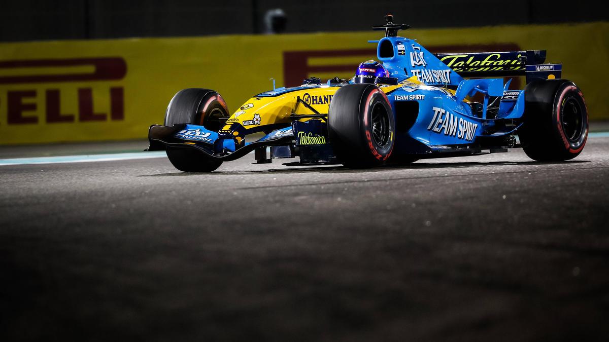 Fernando Alonso im R25 verzückt die Formel 1