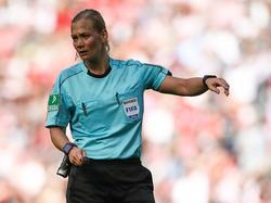 Bibiana Steinhaus pfeift bei einem weiteren FIFA-Event
