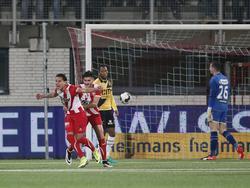 Justin Mathieu (l.) loopt over van vreugde nadat hij FC Oss op voorsprong heeft gezet tegen NAC Breda. (28-10-2016)