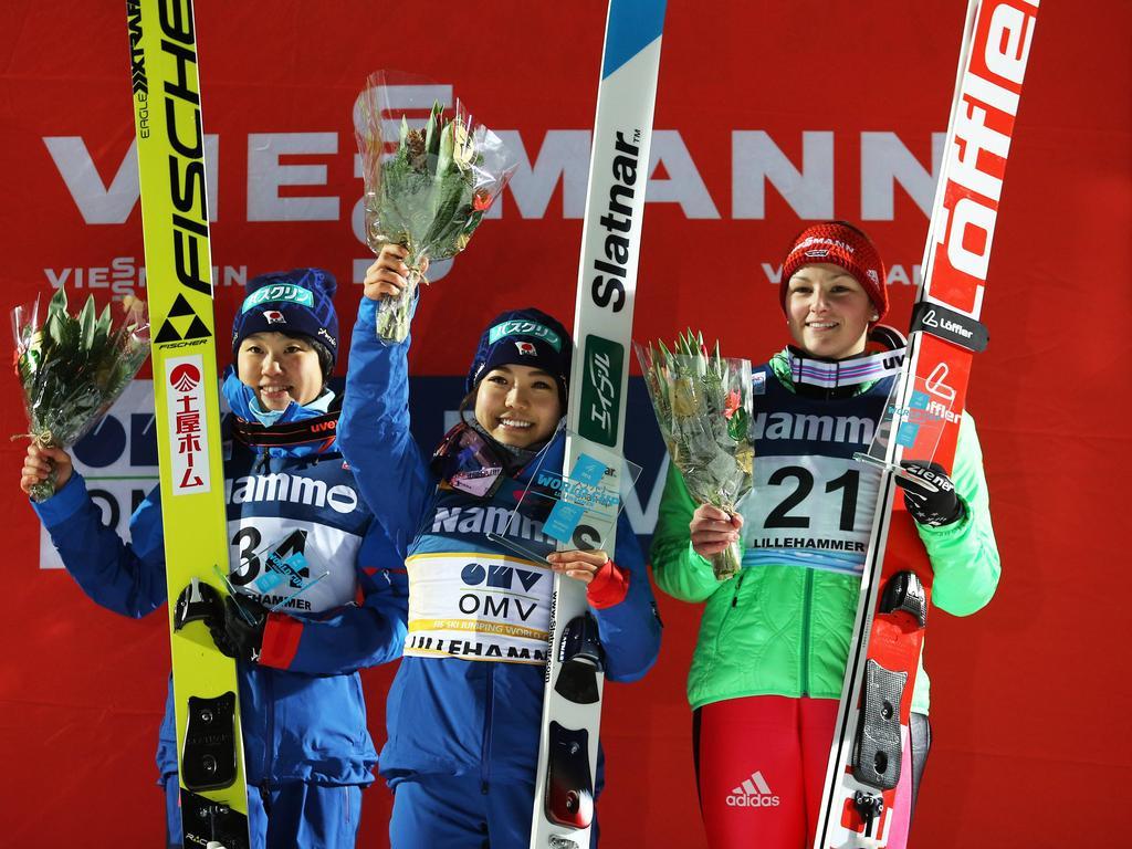 Anna Rupprecht (re.) springt in Lillehammer erstmals aufs Podest