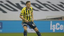 Mesut Özil hat das Derby mit Fenerbahce verloren