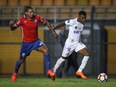 El juvenil Rodrygo (dcha.) brilló con un golazo para el Santos. (Foto: Getty)