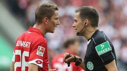 Mainz Niko Bungert zog sich am 3. Spieltag eine Wadenverletzung zu