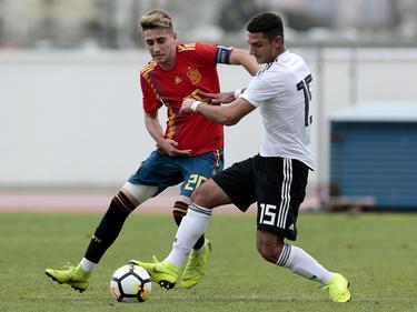 Robert Navarro con la camiseta de España Sub-17.