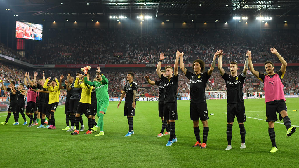 Die BVB-Profis ließen sich nach dem Schlusspfiff in Köln feiern